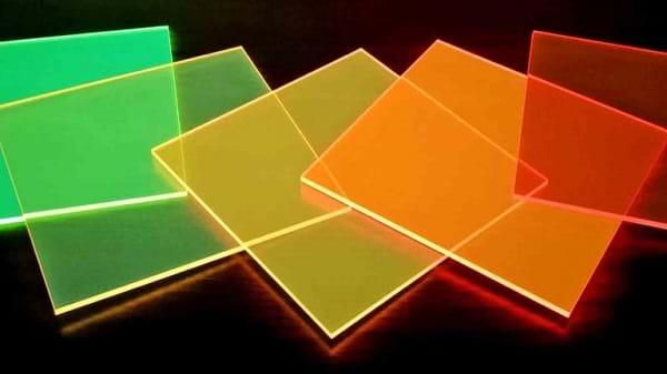 Janelas coloridas geram eletricidade com luz de fora e de dentro