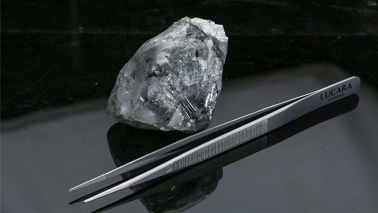 Diamante de 998 quilates é encontrado na África