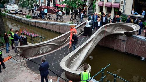 Primeira ponte de aço do mundo impressa em 3D é inaugurada