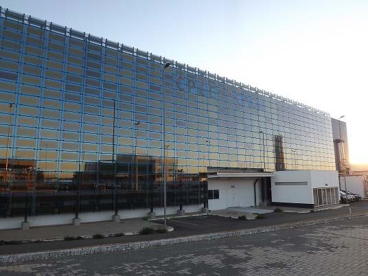 Maior fachada de vidro com filmes solares do mundo é instalada na CAOA