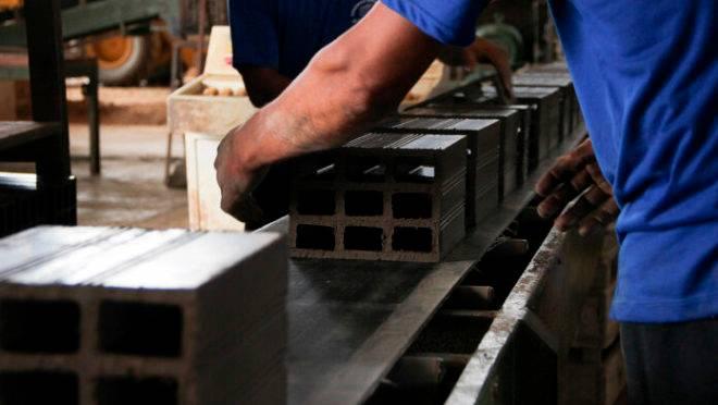 Klabin usa lodo de efluentes para fazer tijolos e diminuir emissão de carbono